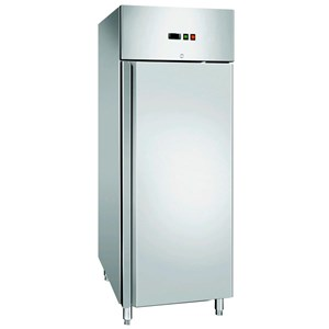 UPRIGHT FRIDGE - AISI 304 STAINLESS STEEL - VENTILATED COOLING - Mod. CZ700TN - GASTRONORM 2/1(cm 65 x 53) - N. 1 DOOR - DOOR LOCK - CAPACITY LT 700 - TEMPERATURE  -2° /+8° C - Dim. Cm L 74 x D 83 x h 201 - CE approved